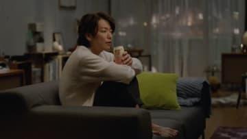 佐藤健さんと沢尻エリカさんが出演する「ほろよい」の新CM「新しいほろよいを。」編の一場面