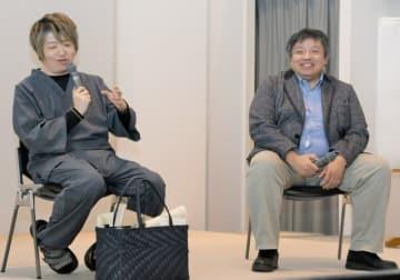 発達障害の特徴を解説する慧風さん(左)と長葭康紀発達障がい支援係長