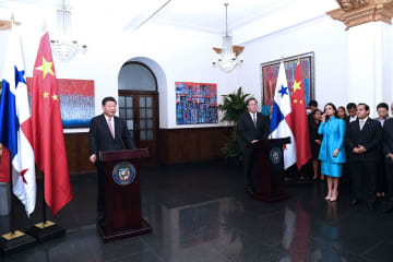 習近平主席、パナマ大統領と共に両国の企業家代表と会見