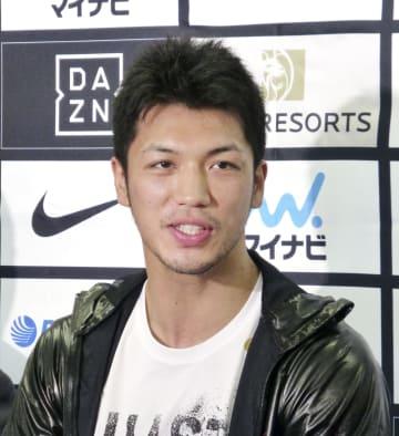現役続行を表明する、WBAミドル級王座から陥落した村田諒太=4日、東京都新宿区の帝拳ジム