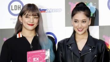 「EXSUPPLI」 新商品発表会に登場した須田アンナさん(左)と藤井夏恋さん