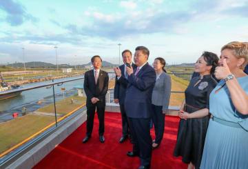 習近平主席、パナマ大統領とパナマ運河の新閘門を視察