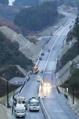1月19日の開通を目指して工事が進む中九州道の朝地IC-竹田IC間
