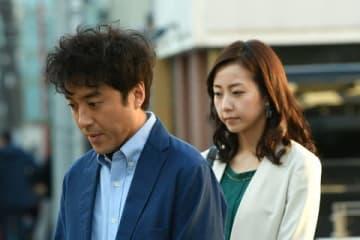 連続ドラマ「大恋愛~僕を忘れる君と」に出演する女優の木南晴夏さん(右)と俳優のムロツヨシさん(C)TBS