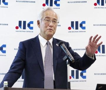 10月、記者会見する産業革新投資機構の田中正明社長=東京都内