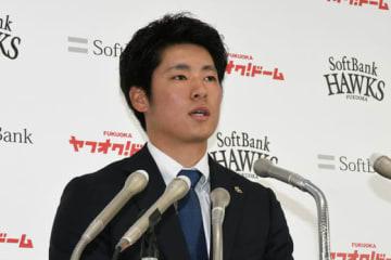契約更改に臨んだソフトバンク・上林誠知【写真:藤浦一都】