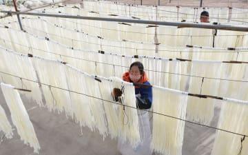春雨製造がピーク迎える 甘粛省臨夏