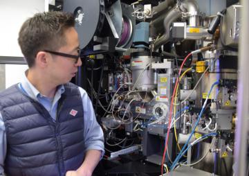 導入されたクライオ電子顕微鏡=つくば市大穂