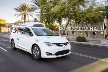 米グーグル系のウェイモが米国での有料サービスに使う自動運転車(同社提供・共同)