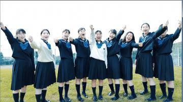 動画の一場面で「選挙に行こう!」と呼び掛ける生徒ら(取手市選挙管理委員会提供)