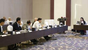 5日、オマーンのサラーラで、アフガニスタンのバーミヤン遺跡に関する国際会合に参加した専門家ら(共同)