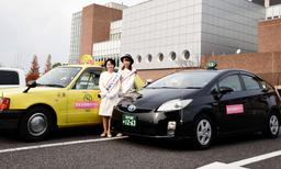 運行を始めた洲本市探検タクシー(淡路島観光協会提供)