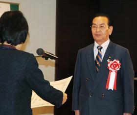 北海道社会貢献賞を受けた早坂氏