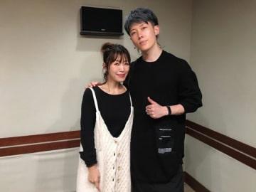 MIYAVIさん(右)と、番組パーソナリティの坂本美雨(左)