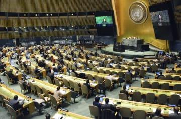 日本が提出した核兵器廃絶決議案を採択した国連総会=5日、ニューヨーク(共同)