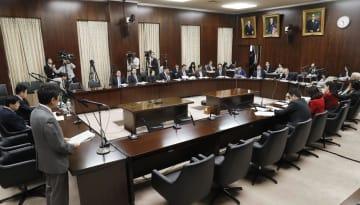 入管難民法などの改正案について審議する参院法務委=6日午前