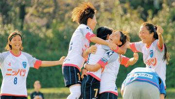 最終節での勝利に喜ぶ選手たち(写真提供:ニッパツ横浜FCシーガルズ)