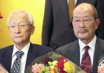 松田優作さんらを育てた、映画プロデューサー・黒澤満さん(左) - 読売新聞 / アフロ