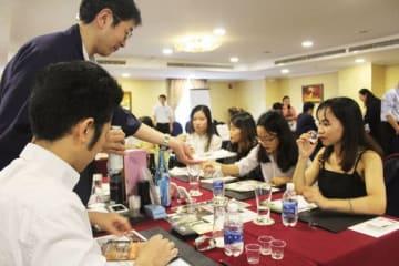 青森県庁は、ベトナムで県産食品の商談会を初めて開催した=6日、ホーチミン市