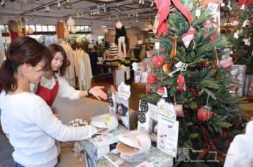 クリスマスギフトとして癒やしグッズを提案する=ハンプティーダンプティー前橋本店