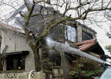 全焼した住宅=7日午前8時40分、滋賀県長浜市