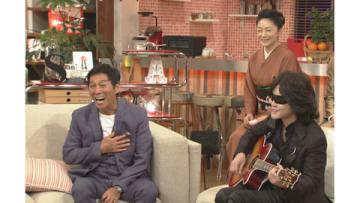22日放送の番組「第5回明石家紅白!」で約25年ぶりに共演する「X JAPAN」のToshlさん(前列右)と明石家さんまさん(同左) (C)NHK