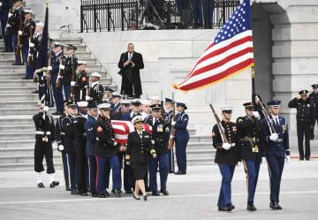 ワシントンでブッシュ元米大統領の国葬