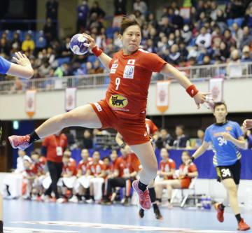 日本―中国 前半、ゴールを決める横嶋=熊本県立総合体育館