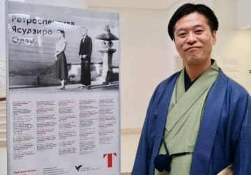 小津安二郎監督特集レトロスペクティヴのポスターと一緒に。弁士の片岡一郎