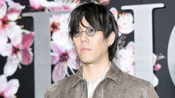 「ディオール メンズプレフォール2019コレクション」に来場した野田洋次郎さん