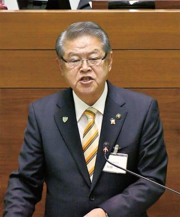 立候補への意欲を語る加藤市長=12月3日市議会本会議