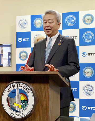 記者会見するNTTの澤田純社長=7日、米ラスベガス(共同)