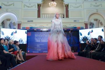 中国ファッションアート傑作展、モスクワで開催