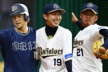 今季限りでオリックスを離れる中島宏之、金子千尋、西勇輝(左から)【写真:荒川祐史】