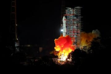 中国が月探査機打ち上げ成功 人類初月の裏側軟着陸目指す