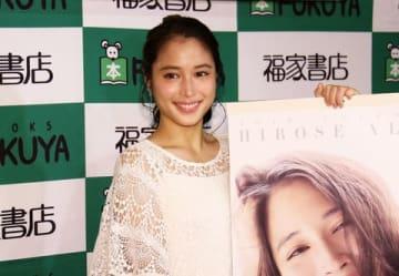 「広瀬アリス 2019年カレンダー」の発売記念イベントを行った広瀬アリスさん