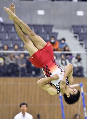 男子床運動で4連覇を決めた白井健三=豊田市総合体育館