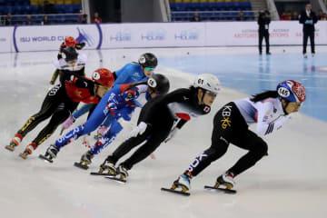 ショートトラックW杯第3戦、女子1500メートル決勝の菊池悠希(右から2番目)=8日、アルマトイ(ゲッティ=共同)