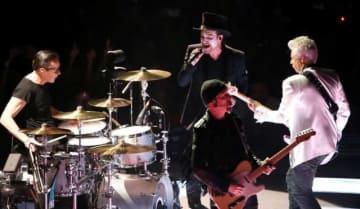 12月4日、米経済誌フォーブスが毎年恒例の「今年最も稼いだミュージシャン」のリストを発表し、アイルランド出身のロックバンド・U2が首位に輝いた。「ヨシュア・トゥリー」ワールドツアーの成功が寄与した。写