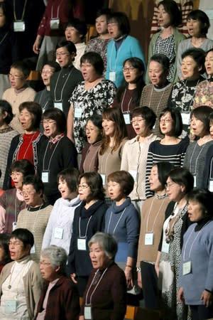 「第九」を練習する市民合唱団=8日、新潟市中央区