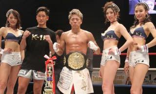 皇治との激戦を制し、注目発言も行った武尊(中央)。左隣はトーナメントを制した林健太