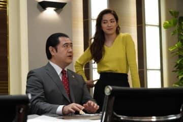 連続ドラマ「SUITS/スーツ」第9話の副音声に参加した小手伸也さん(左)と中村アンさん=フジテレビ提供
