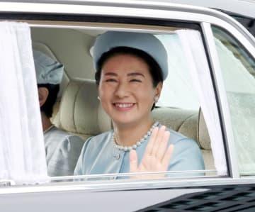 誕生日のあいさつのため、皇居に入られる皇太子妃雅子さま=9日、皇居・半蔵門(代表撮影)