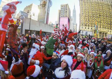 街がサンタであふれかえる「サンタコン」 米ニューヨーク