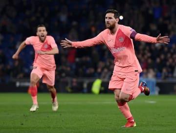 直接FKを決め、喜びをあらわにするメッシ photo/Getty Images