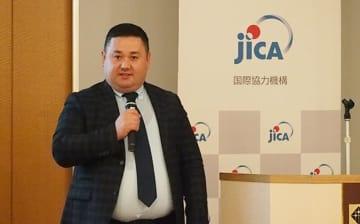 ウズベキスタンの衣料品やビジネス資源を日本に売り込みたいと話すラウンドルーフスのシェルゾッド氏=6日、東京(NNA撮影)