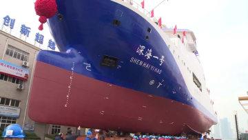 中国初の潜水艇支援母船「深海1号」武漢で進水
