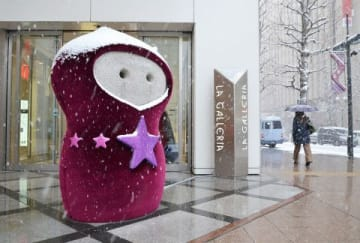 冬服を着用した「元気地蔵」。外国人観光客にも人気という