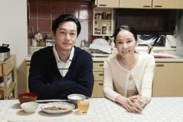「カンテレ開局60周年特別ドラマ BRIDGE はじまりは1995.1.17神戸」に出演する井浦新さん(左)と吉田羊さん=関西テレビ提供