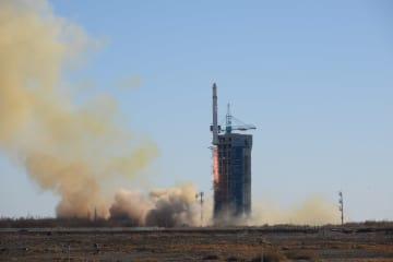 中国がサウジのRS衛星2基 同時打ち上げ